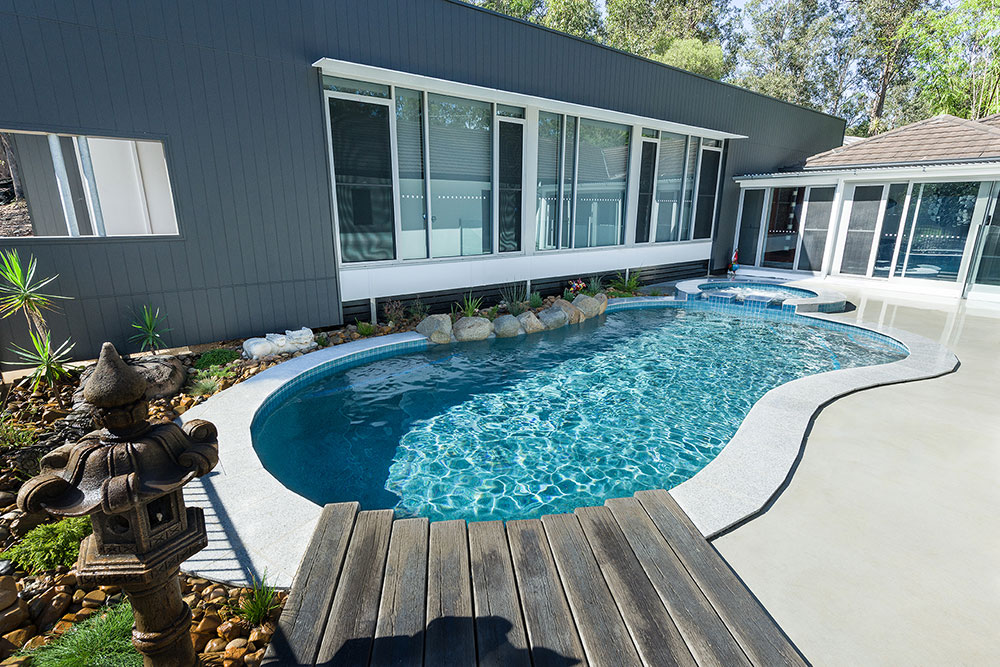 Freeform pools queensland family pools for Pool builders queensland